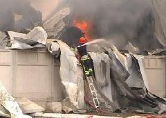 Под Одессой горел огромный склад сантехники - фото