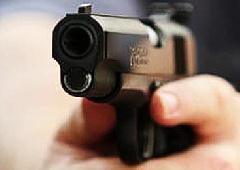 Серб, расстрелявший 13 человек, умер в больнице - фото