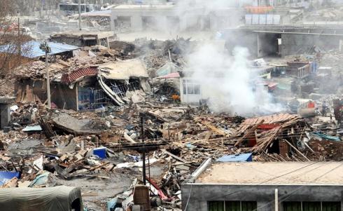 Сильное землетрясение в Китае - более 100 погибших и тысячи раненых - фото