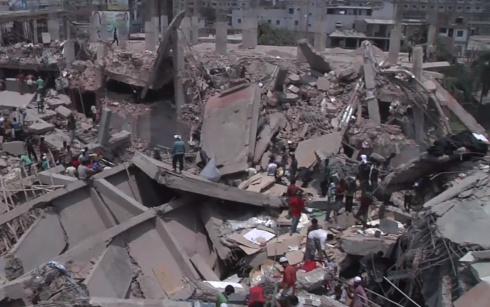 В Бангладеш обрушилось 8-этажное здание - более 200 погибших - фото
