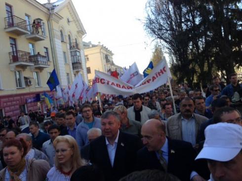 В Чернигове проходит марш «Вставай, Украина» - фото
