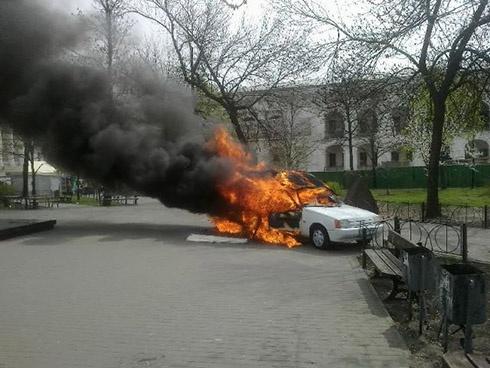 В Киеве горел автомобиль, из которого продавали кофе - фото