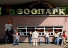 В Киевском зоопарке волчица покусала работницу - фото