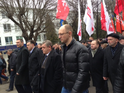 В Луцке проходит марш «Вставай, Украина!» - фото