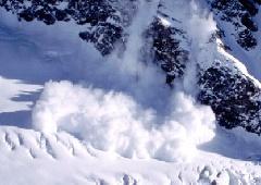 В США снежная лавина убила пятерых сноубордистов - фото