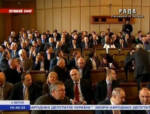 Янукович подписал законы, принятые на «выездном» заседании ВР - фото