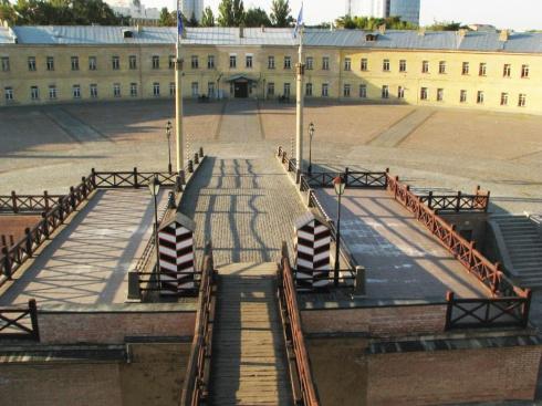 Земли Киевской крепости возвращено столичной общине - фото