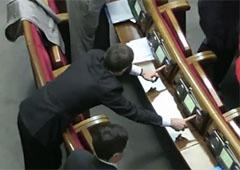 Оппозиция зафиксировала «кнопкодавство» депутатов ПР [видео] - фото