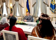 Янукович встретился с индейцами - фото