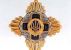 Янукович подарил орден Присяжнюку на его день рождения - фото