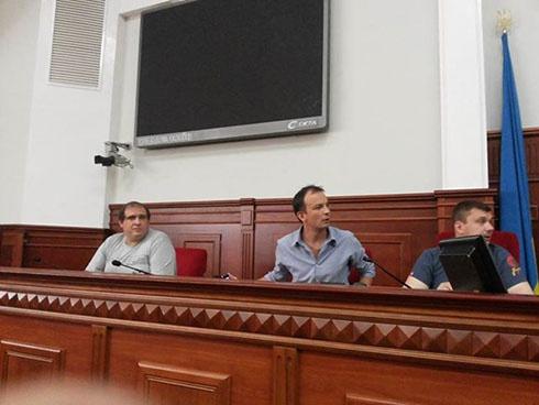 Активисты ненадолго «захватили» Киевсовет - фото