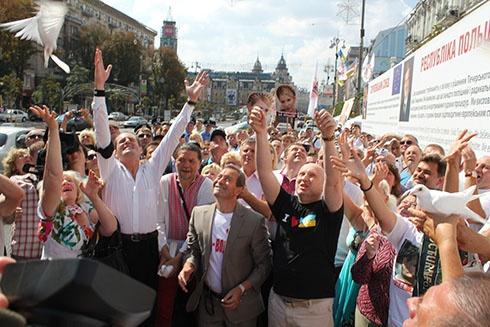 На Крещатике несколько сот человек поддерживали Юлию Тимошенко - фото