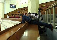 Ефремов боится, что на головы депутатов будут падать фотоаппараты - фото