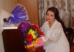 Екатерину Абдуллину забросали майонезом - фото