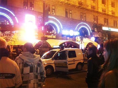 На Крещатике подрались украинские и английские футбольные фанаты - фото