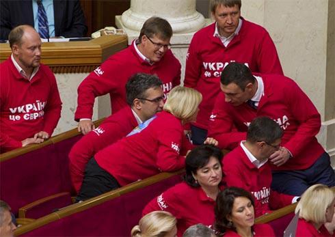 Нельзя надеяться на успех европейской интеграции, если власть действует антидемократическими методами - Кличко - фото