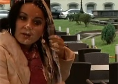 Видео с облитой майонезом Абдуллиной - фото