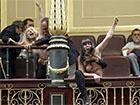 Активистки Femen показали голые груди на заседании испанского парламента