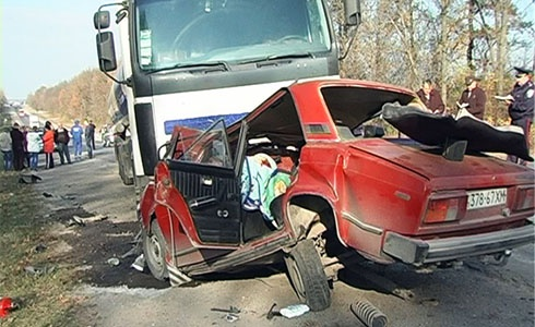 В Хмельницкой области водитель «Жигулей» выехал на встречную - погибла целая семья - фото
