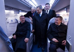 Янукович показал Эрдогану украинский самолет АН-158 - фото