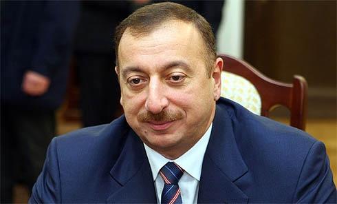 К Януковичу с официальным визитом прибывает в третий раз избранный президент Азербайджана - фото