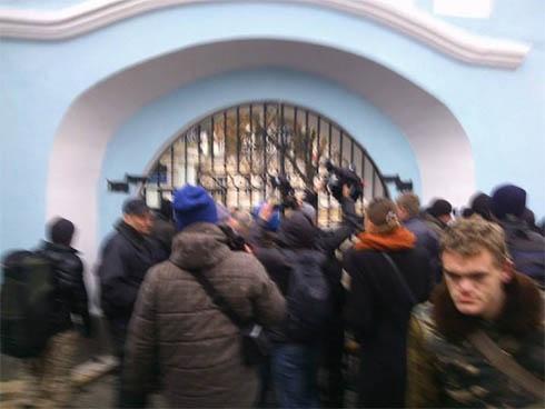 Люди, «уцелевшие» в кровавой бойне на Евромайдане, прячутся от милиции - фото