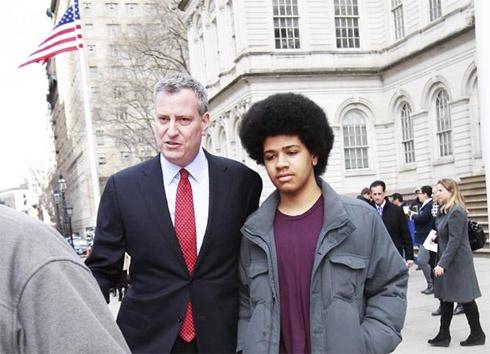 Мэром Нью-Йорка стал Билл де Блазио от демократов - фото