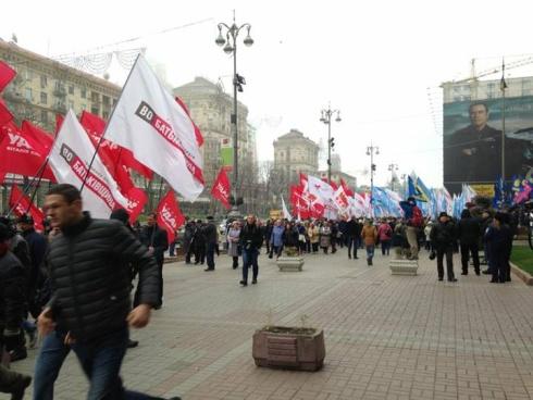 Оппозиция помитинговала под Киевсоветом и пошла митинговать к ВР - фото