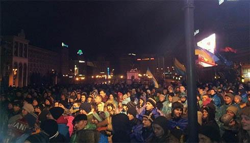 Ожидается большой митинг, на Европейской площади вновь установили сцену - фото