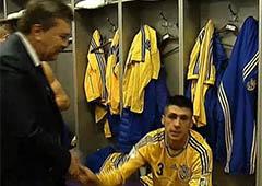 Янукович зашел в раздевалку футболистов лично их поздравить - фото