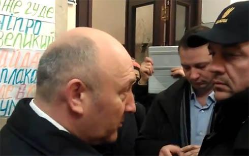 Коряк пообещал, что милиция штурмовать КГГА не будет - фото