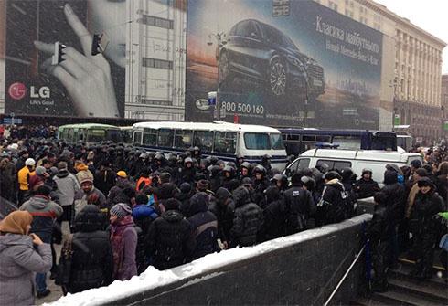 Милиция оцепила Евромайдан - фото