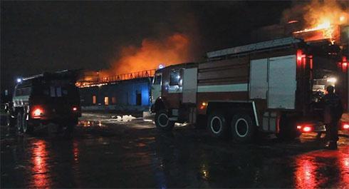 На месте пожара на рынке «Столичный» нашли еще тела погибших - фото