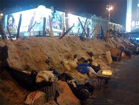 Ночь на Евромайдане прошла спокойно - фото