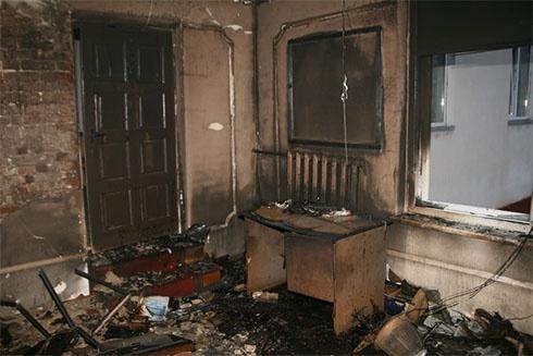 Сгорел офис Партии регионов районной ячейки на Тернопольщине - фото