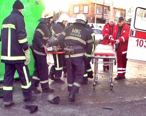 В Луганске перевернулся автобус - пострадали 28 человек - фото