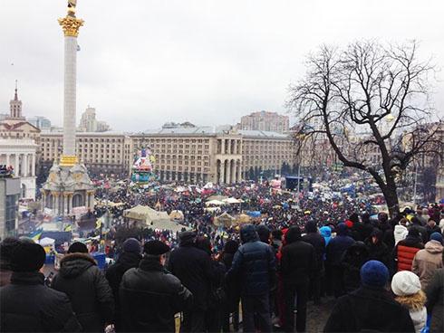 На киевском Евромайдане снова проходит Народное вече - первое в этом году - фото