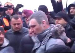 Янукович обеспокоен событиями на Грушевского - Кличко - фото