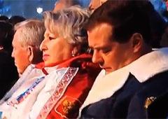Дмитрий Медведев заснул на открытии Олимпиады в Сочи [видео] - фото