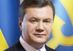 Янукович уже в понедельник выходит на работу после больничного - фото