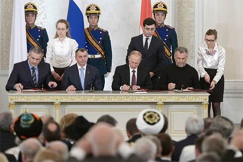 Подписан договор о принятии Крыма в состав РФ - фото