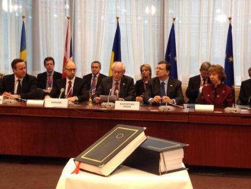 Подписана политическая часть Соглашения Украины с ЕС - фото