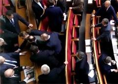 Олейника выгнали из Верховной Рады - видео - фото