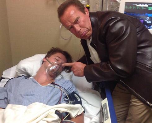 Шварценеггер «поиздевался» над сыном в больнице - фото