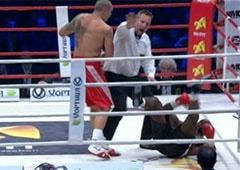 Усик снова нокаутировал соперника - Бена Нсафоа - фото