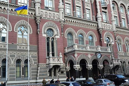 Украинские банки уходят из оккупированного Крыма - фото