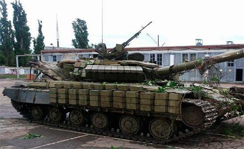 Танк, который обстреливал воинскую часть в Артемовске, прибыл из Российской Федерации - фото