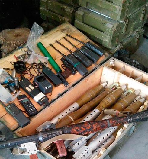 Семенченко благодарит руководство ВС РФ за российское оружие и еду, которое оставили террористы в Лисичанске - фото