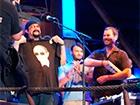 Стивен Сигал выступил в Крыму и примерил футболку с Путиным