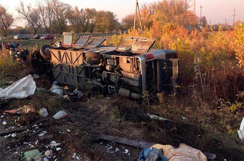 На Харьковщине в аварию попал пассажирский автобус, погибли 7 человек - фото